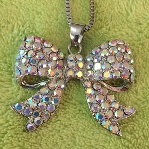 Gorgeous bow necklace 🥰